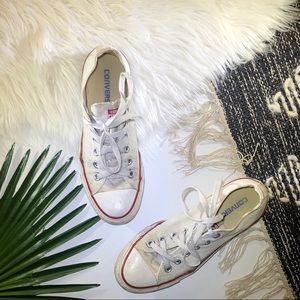 [Converse] White Chuck Taylor Sneakers